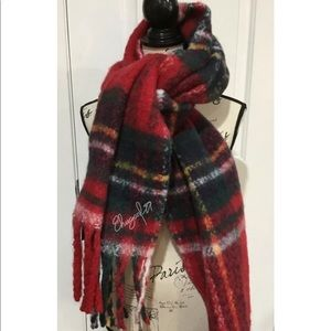 NWT Hollister Chunky Woven Scarf, Red Plaid.